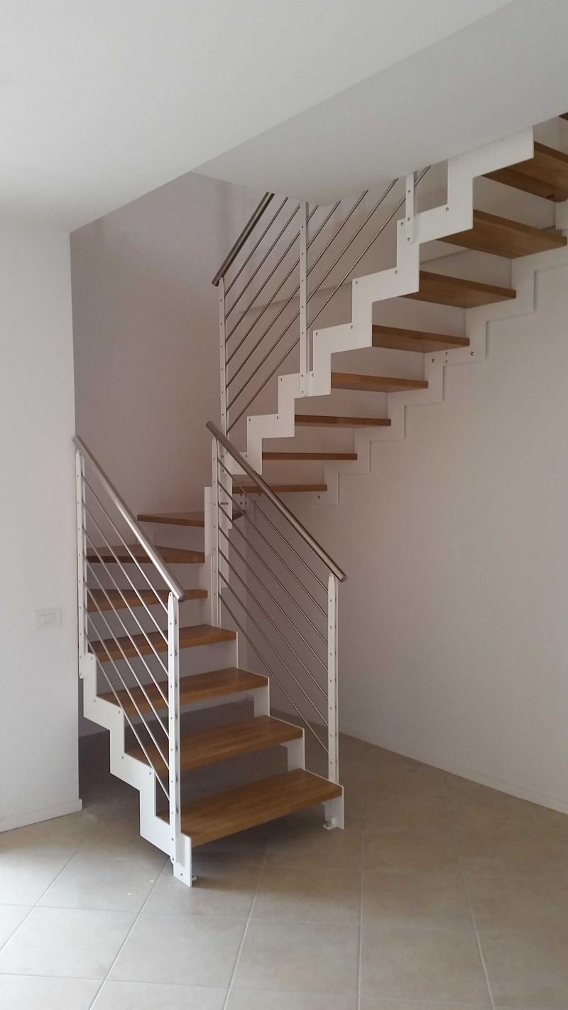 Visiona le installazioni di scale in ferro e legno per for Scale d arredo per interni