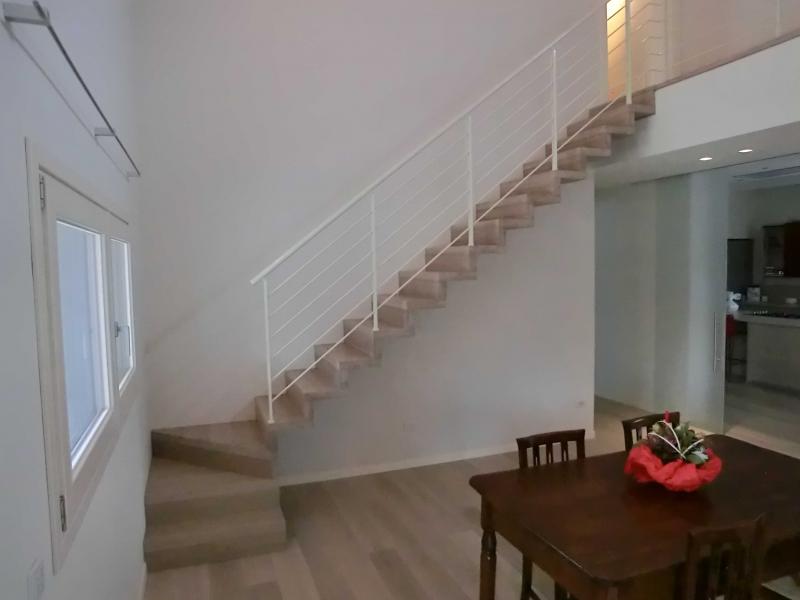 Sospesa - Scale rivestite in legno per interni ...